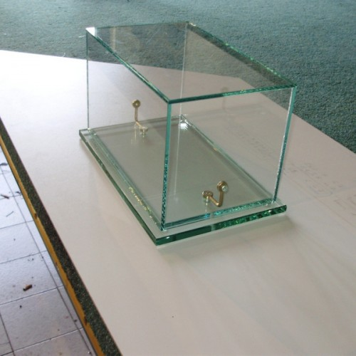 Staklene vitrine i konstrukcije
